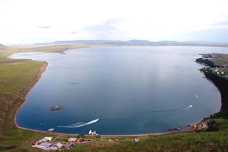 Крупнейшем озере в хакасии а заяч ьей
